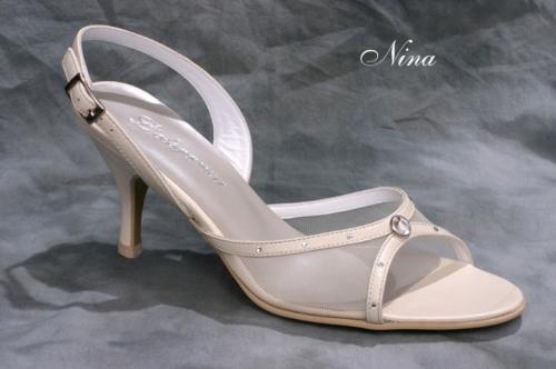 Minden cipő bőr felsőrésszel és béléssel készül 4d59123c19